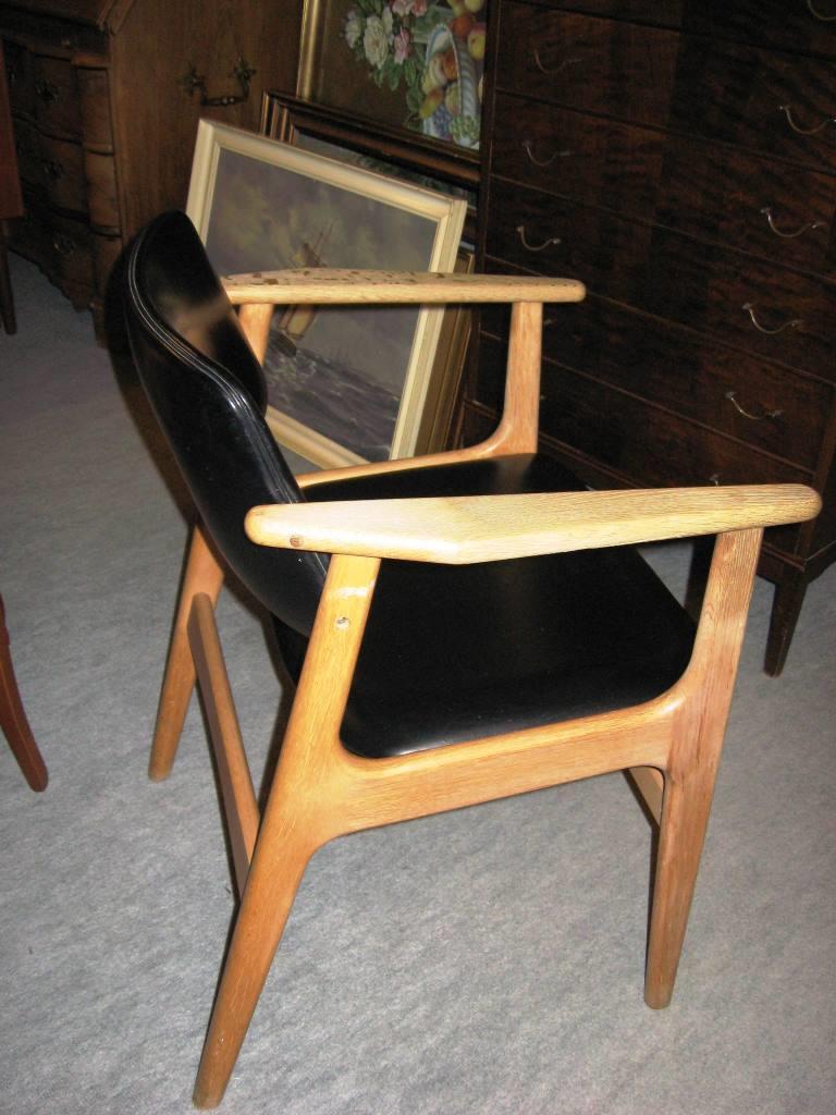 Retro armstol i egetræ « Antik og Gamle Møbler